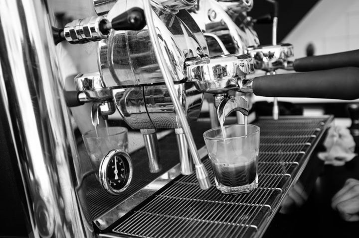 KÁVOVÝ NADŠENEC – BRIGÁDA Aktuálně sháníme brigádníci/ka do kavárny na posílení směn