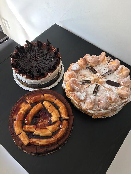Dnes na Vás ve vitríně čekají fešáci: bezlepkový maxi větrník, čokoládový dort