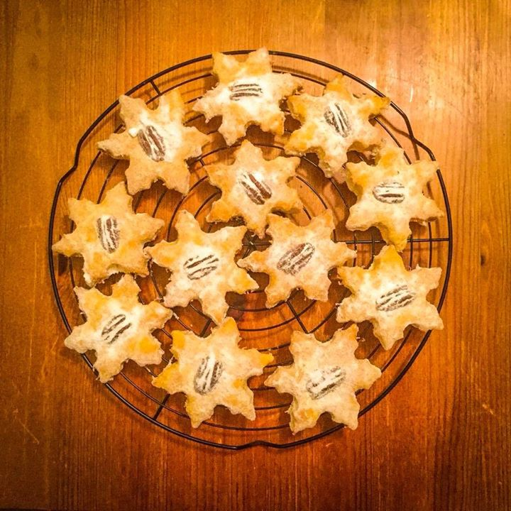 Zpráva dne? Mrkvové sušenky jsou zpět!  A s nimi i skvělý BLT sandwich 🥓  Na esp…