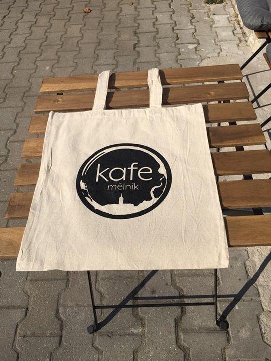 Na nákup s plátěnou taškou aneb šetříme přírodu  K zakoupení v kavárně ⭐️