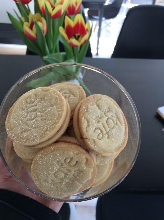 Krásné ORIGINAL slepované sušenky s rybízovou marmeládou! Díky Maruš & Raist ️