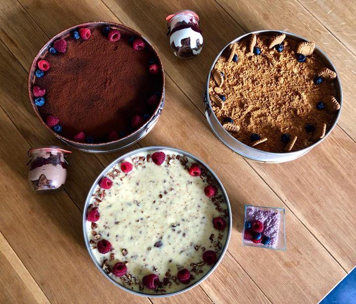 Na víkend pro vás máme pár novinek ve vitríně:  – ořechový dort – čokoládový dor…