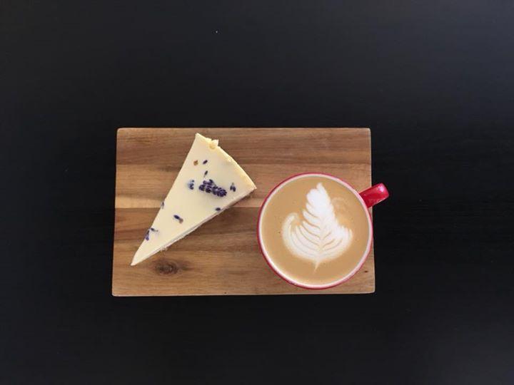 Cheesecake s Kokořínskou levandulí ️  Z ledových káv musíme zmínit ledový filtr …