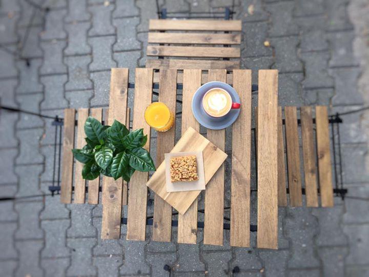 Počasí na lehkou podzimní snídani stále máme, no není to krása?   Na mlýnku natu…