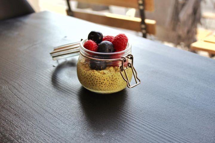 Chia puding z mandlového nemléka a nejogurtu 🤩  Skvělé bezlaktózové mlsání ️