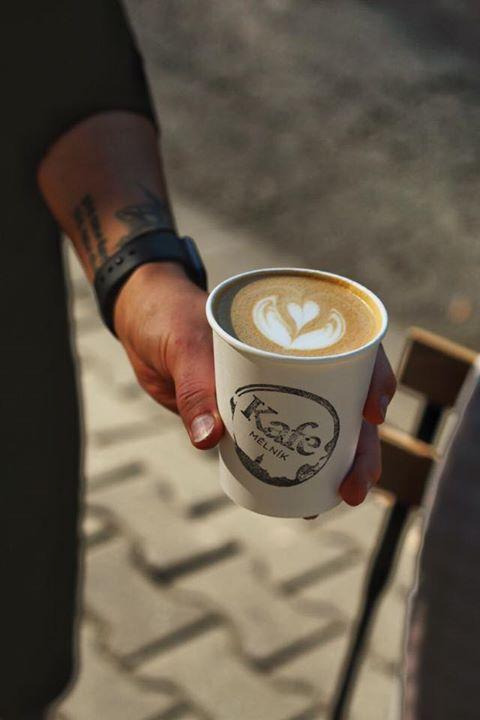 Dnes jsme pro vás do 12h na Mělnickém náměstí Míru a od 13h zase v kavárně!  Esp…