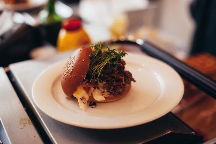 5.5. od 10h Brunch brunch v Kafe Mělník!  Burger s trhaným farmářským hovězím na…