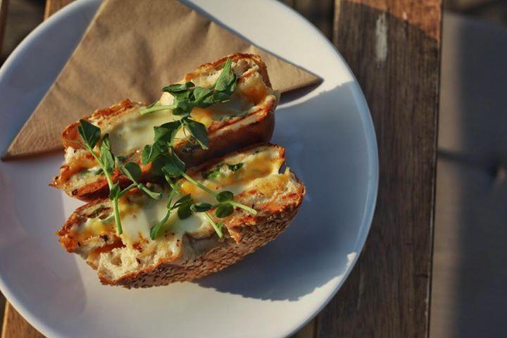 Sýrový bagel   Dnes také s prosciutto cotto, s toskánským salámem nebo s trhaným…