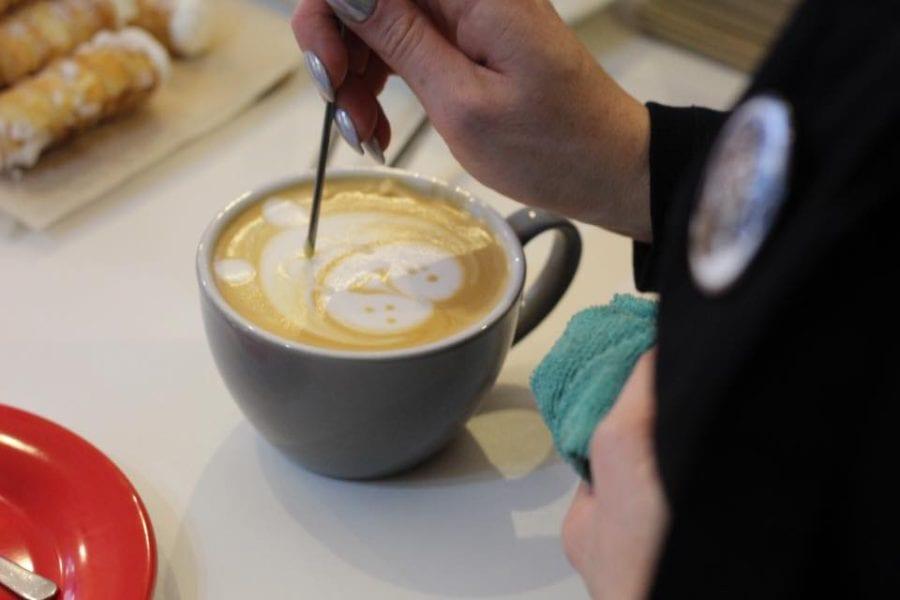 Na mlýnku nové kávy, kromě Barmy a Thajska z Rusty Nails Roastery, také Kostarik…