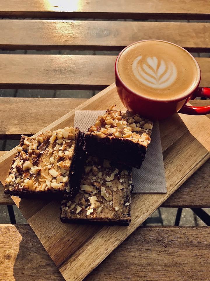 Cappuccino & brownies  Poslední dny máme krásně, co?   Nově máme kávu Panamu…